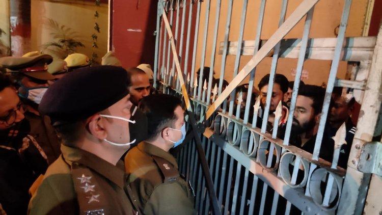 SP city के आश्वासन पर माने छात्र, खुला बीएचयू का मुख्य द्वार, यह था मामला...