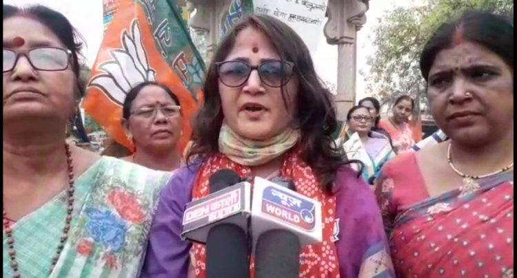 भाजपा महिला मोर्चा की कार्यकर्ताओं ने कांग्रेस कार्यालय पर किया प्रदर्शन, यह थी वजह...