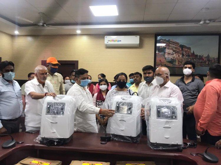 UP सरकार के मंत्री ने दी शहरी स्वास्थ्य केंद्रों को ऑक्सीजन कन्संट्रेटर, Paytm के सीएसआर से मिली मशीनें ...