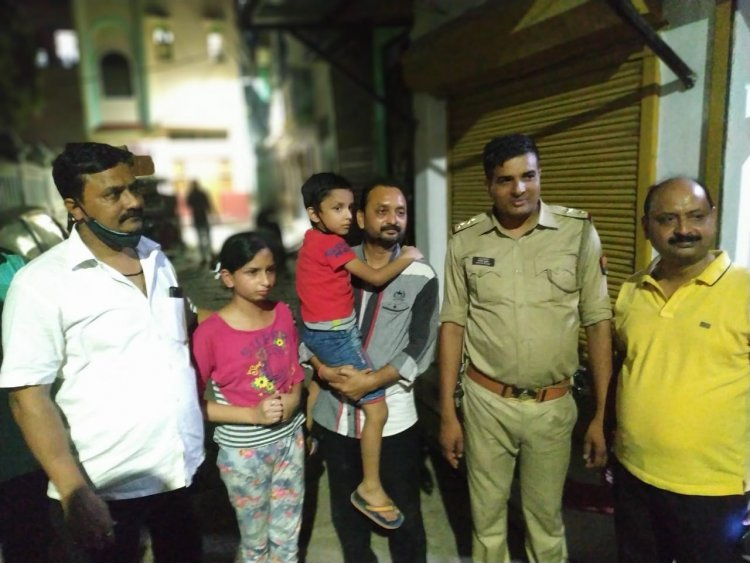 लापता 4 बच्चों को पाकर खिले चेहरे: सारनाथ और जैतपुरा पुलिस ने बच्चों को खोज निकाला, परिजनों ने की पुलिस की प्रशंसा