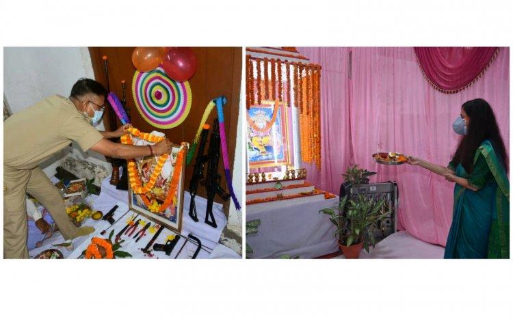 Photos पूजे गए भगवान विश्वकर्मा: धूमधाम से मनाई गई विश्वकर्मा जयंती, शस्त्रों, औजारों और मशीनों की हुई पूजा