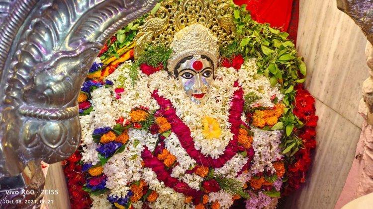 #Photos नवरात्रि के दूसरे दिन पूजी जा रही माता ब्रम्हचारिणी, देवी मंदिरों में भक्तों की भीड़
