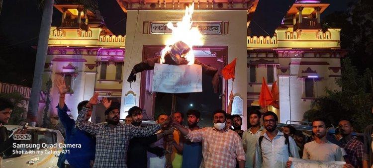 आतंकी हमले के खिलाफ फूंका पुतला: 5 शहीद जवानों को दी श्रद्धांजलि, ABVP ने कहा करेंगे बड़ा आंदोलन...
