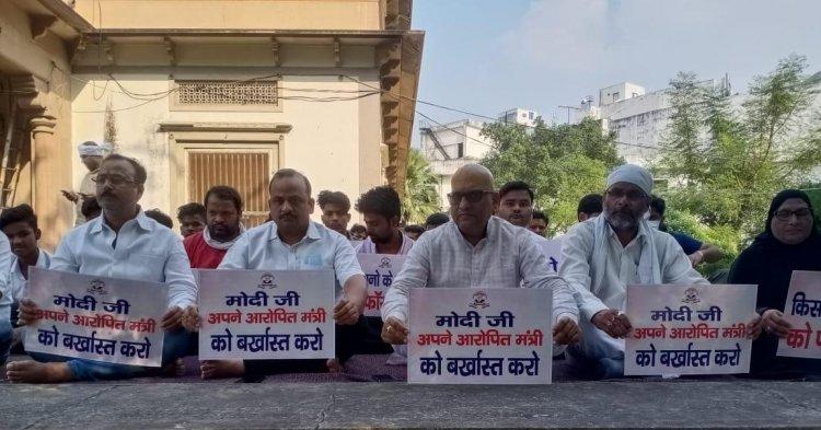 गृह राज्यमंत्री के इस्तीफे की मांग को लेकर वाराणसी में भी मौन प्रदर्शन, कांग्रेस लगातार लखीमपुर खीरी हिंसा को लेकर सरकार पर है हमलावर...