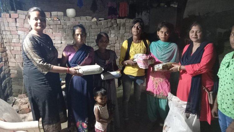 नवरात्र में गरीब लड़कियों को किया गया सेनेटरी नेपकिन का वितरण