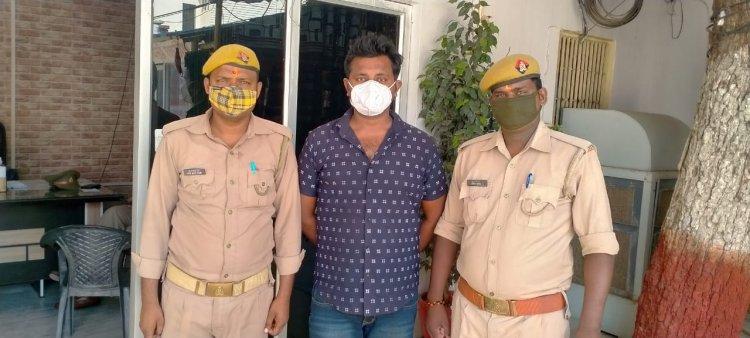 #PoliceNews: रंगबाजी में गोली मारने वाला फरार रोबिन गिरफ्तार, लंका में पशु तस्कर पकड़ा गया